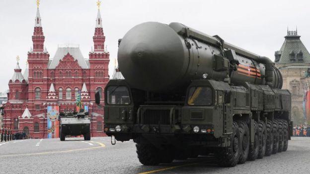 Imagem mostra míssil balístico russo na Praça Vermelha, em Moscou