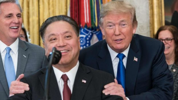 El CEO de Broadcom Hock Tan y el presidente de Estados Unidos Donald Trump