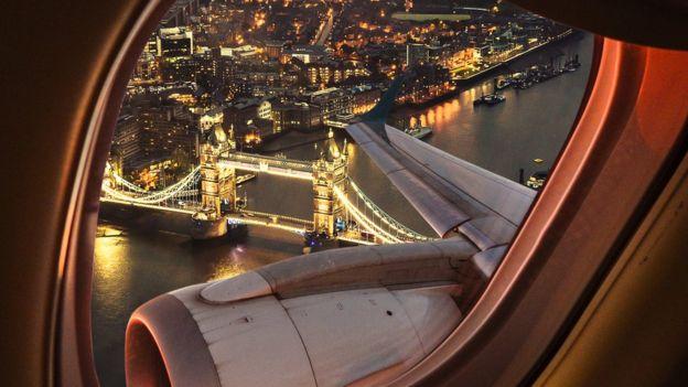 Vista desde una ventana de avión