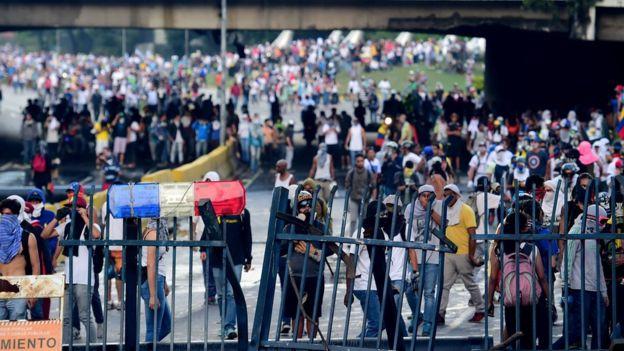 Manifestantes cierra el acceso a la autopista
