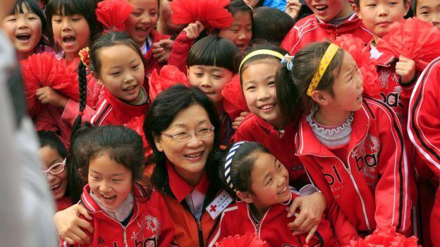 台湾红十字会会长王清峰在灾区。