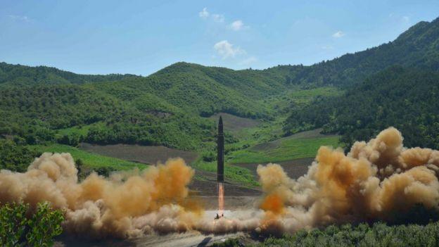 Lanzamiento de un misil balístico intercontinental en Corea del Norte.