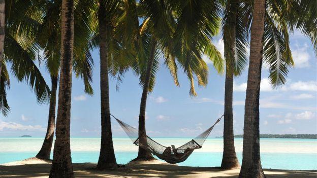 Hamaca en una playa paradisíaca