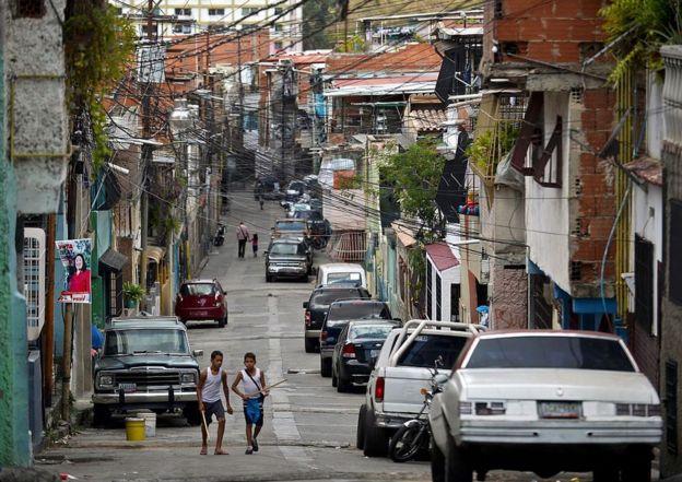 Dos niños en el barrio 23 de enero, en Caracas, Venezuela, el 4 de diciembre de 2015.