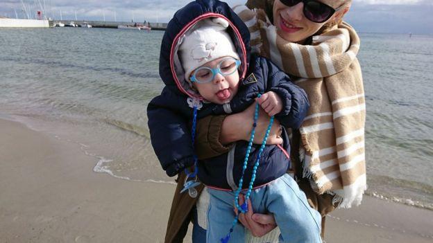 Несколько сот католиков вышли на пляж у города Гдыня