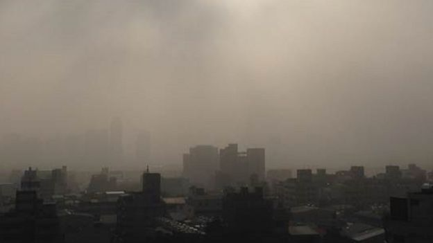 張美慧認為,台灣中南部工廠污染多,這些霧霾問題才是官方要深切面對的。