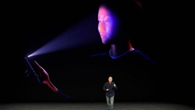 Phil Schiller, vicepresidente de mercadotecnia de Apple, durante la presentación del nuevo iPhone.