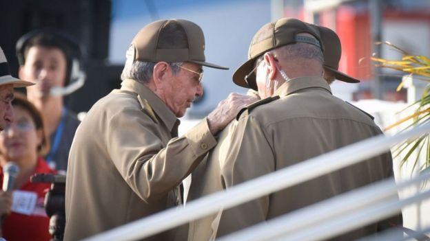 Raúl Castro y otros dirigentes cubanos.