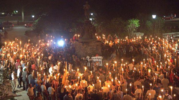 Tensão em protesto em Charlotteville, EUA