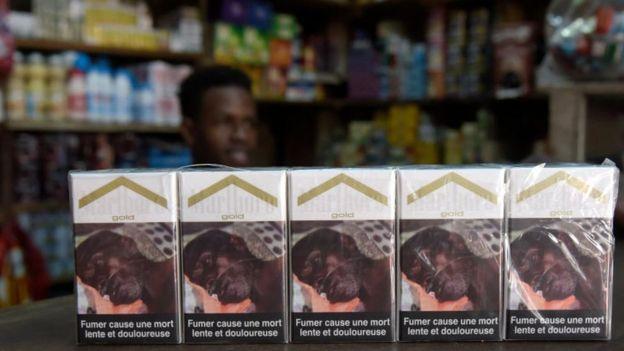 Cajetillas de cigarrillos.
