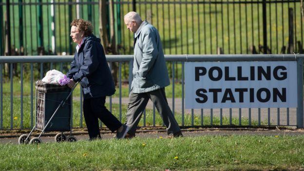 İngiltere'de seçmenler, bu oylamada asıl olarak Brexit sürecini hangi partinin yürüteceğine karar verecek.