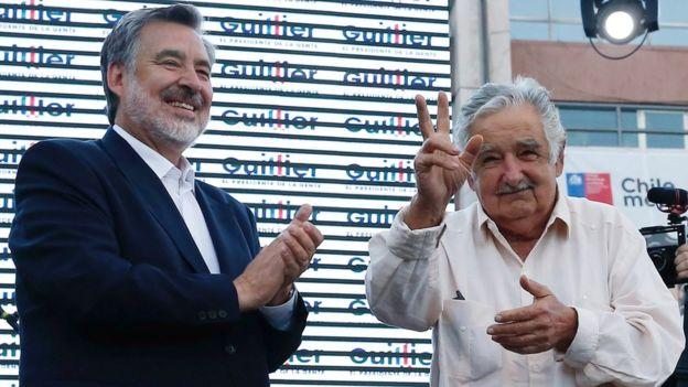 Alejandro Guillier junto al expresidente uruguayo José Mujica.