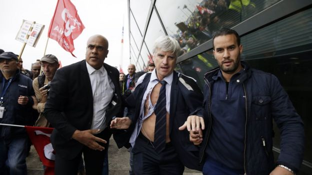 Pierre Plissonnier (C) flees protesters on 5 Oct 2015