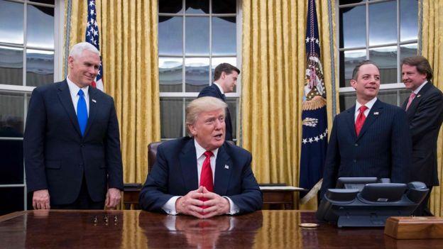 Trump en la Oficina Oval.