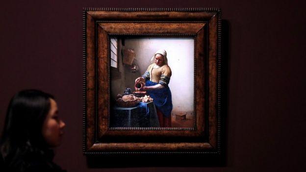 Sanat çeveleri, 'Zeynep'in Görünüşü'nü, Johannes Vermeer'in, 'Sütçü Kız' tablosuna benzetiyor.