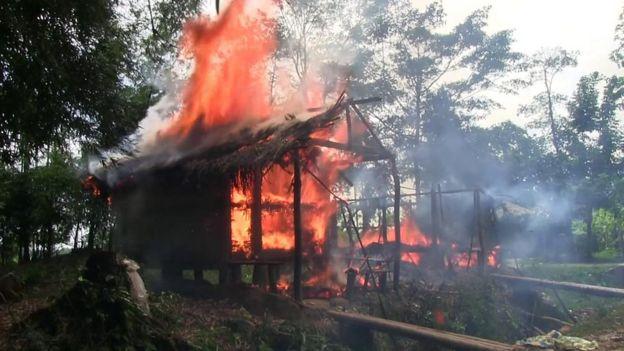 جلتا ہوا مکان