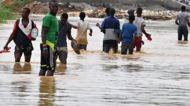 People wey dey waka for water