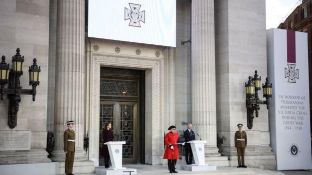 倫敦市中心共濟會大廈(Freemason's Hall)外的維多利亞十字勳章獲得者紀念碑