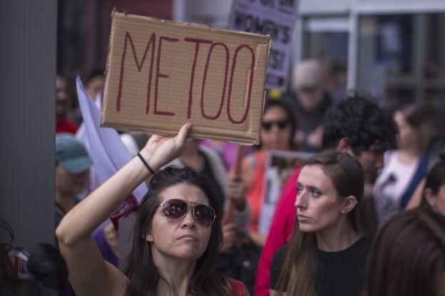 Una manifestante de la campaña #MeToo