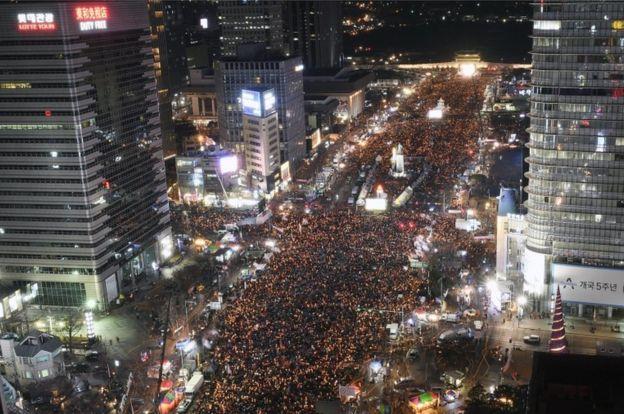 Maelfu wamejiunga kwenye maandamano ya kumpinga rais Park Geun-Hye siku za hivi karibuni