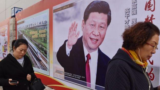 Cartel con el rostro de Xi Jinping