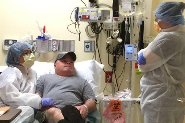 Брайан Мадо и его невеста Марси Хамфри в больнице Окленда. 13 ноября 2017 года