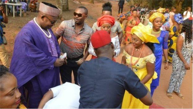 L'accord de la famille est indisponible dans le choix du conjoint, chez les Igbo.