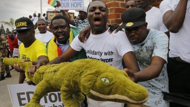 Les vétérans de la lutte pour l'indépendance espèrent que le crocodile pourra atteindre la jeunesse du Zimbabwe.