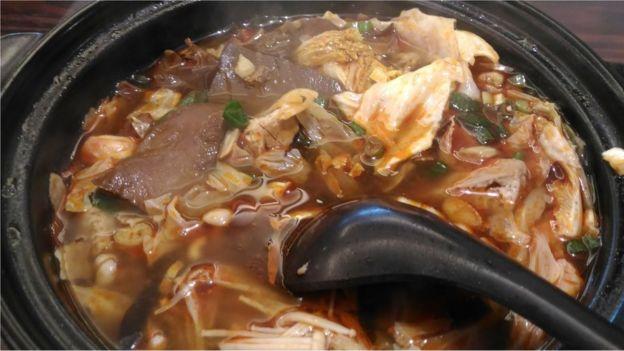 自從傳入台灣之後,臭豆腐也發展出了台灣版的風味和面貌。