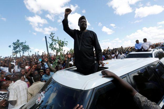 Raila Odinga greets his supporters in Nairobi, Kenya, 28 November