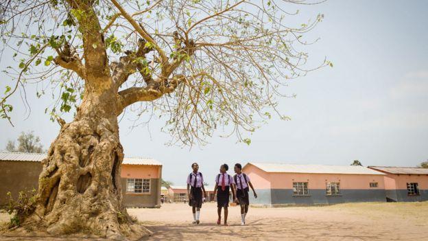 Школьницы в Замбии