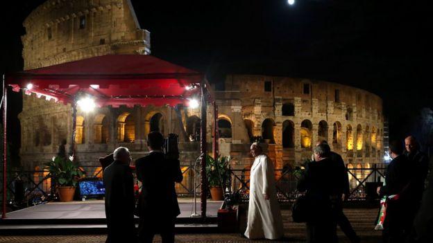 El papa Francisco celebrando un Viacrucis, el viernes Santo.