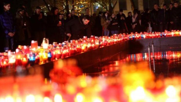 Bosnian Croats pray and light candles for Slobodan Praljak in Mostar, Bosnia-Herzegovina. Photo: 29 November 2017