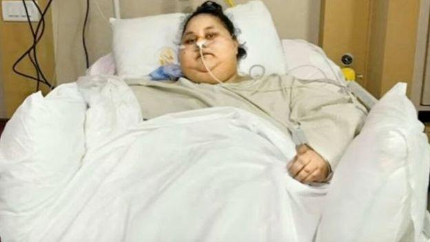 Elle souffrait d'éléphantiasis, une pathologie qui provoque un gonflement des membres et d'autres parties du corps.