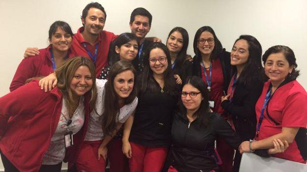 Gonzalo Leiva con colegas del Hospital de La Florida. Foto cortesía de Gonzalo Leiva Rojas.