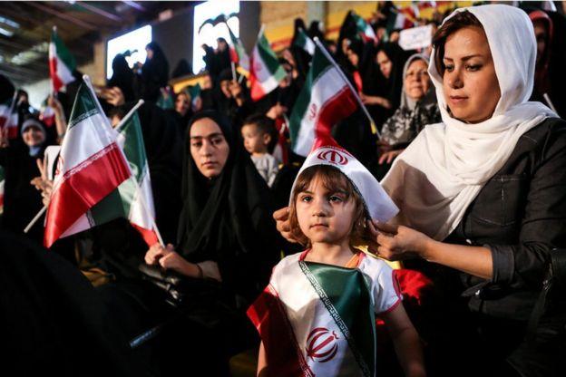 زنان حامی ابراهیم رئیسی در کمپین انتخاباتی او در تهران