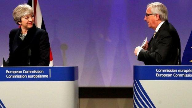 Bà Theresa May đã phải bỏ dở cuộc thảo luận với lãnh đạo EU, ông Jean Claude Juncker vì vấn đề biên giới Bắc Ireland