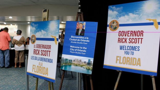 Carteles de bienvenida a los puertorriqueños en Florida