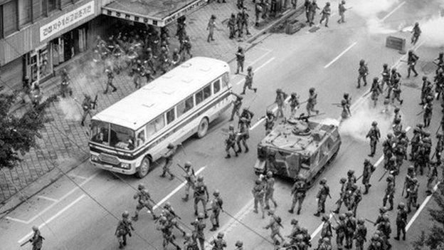 光州事件民眾與軍方衝突