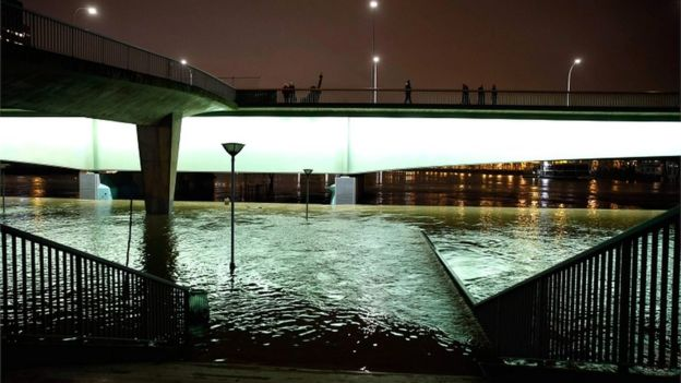 A picture taken on 28 January 2018 in Paris shows the flooded banks of the Seine river