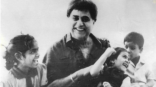 जगजीत सिंह अपने बच्चों के साथ.