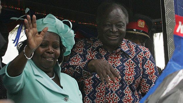 Kenya's president Mwai Kibaki (R) and his wife Lucy wave to supporters after Kibaki after presented his nomination papers to the Electrol Commission of Kenya (ECK) to vie for a second term in office 15 November 2007, in Nairob