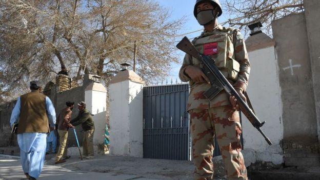 вооруженный солдат в пакистане