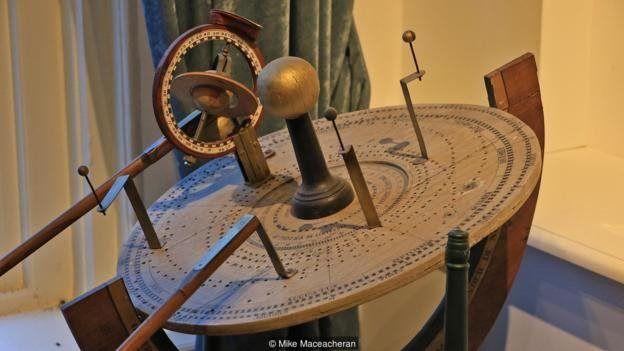 Ketepatan matematis yang dibutuhkan untuk merancang planetarium ini butuh waktu lama untuk dipahami.