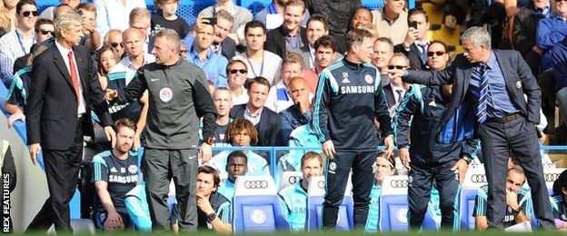 Arsene Wenger argues with Jose Mourinho on the touchline