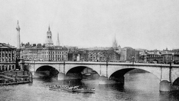 Panorama del río Támesis en el siglo XIX