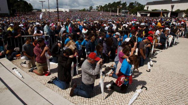 Fátima se ha convertido en un importante lugar de peregrinaje católico. Este sábado, decenas de miles de personas de todo el mundo visitaron el lugar.