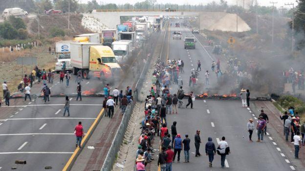 El 4 de mayo, unos pobladores de Palmarito Tochapán, en Puebla, protestaron contra una operación del ejército destinada a golpear a los