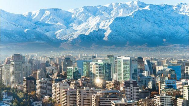 Vista de Santiago de Chile con los Andes al fondo.