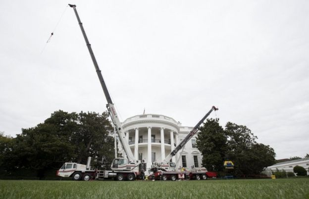 cranes outside the White House